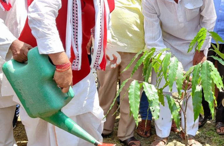 मुख्यमंत्री स्वच्छ, स्वस्थ एवं उत्तम प्रदेश बनाने की दिशा में कार्य कर रहे हैं : सांसद