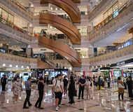 कोरोना कहर के बावजूद शॉपिंग मॉल्स में  बढ़ी बिक्री