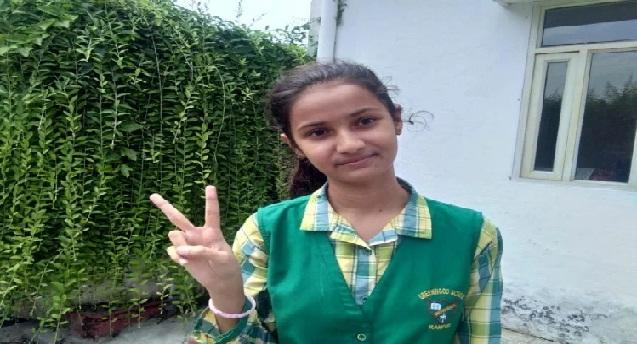 रामपुर की आरीशा बनीं CBSE की यूपी टॉपर