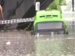 मिंटो ब्रिज के नीचे पानी में DTC बस फंसी