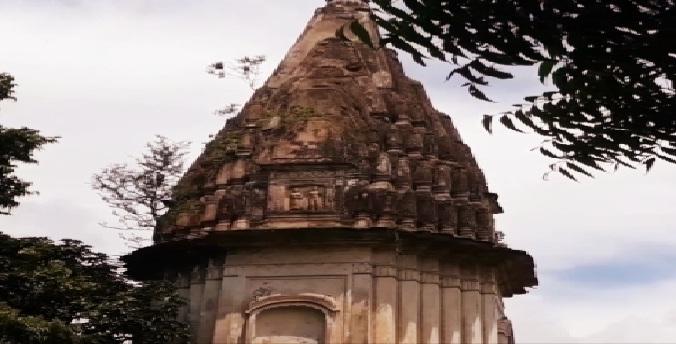 Gonda News : उपेक्षा का शिकार है गांव का विशाल व प्राचीन शिवमंदिर
