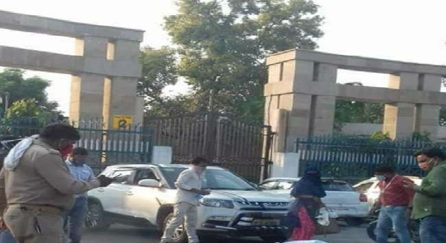 UP News : लोकभवन के सामने मां-बेटी ने किया आत्मदाह का प्रयास