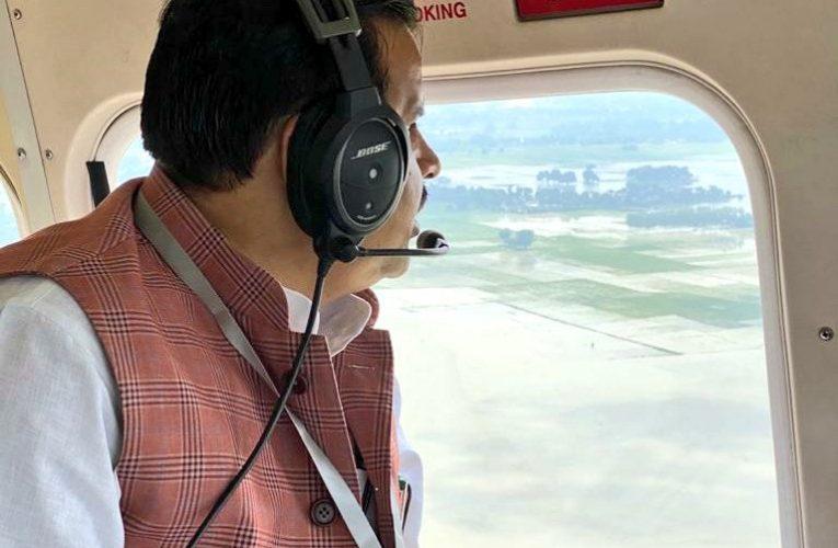 जलशक्ति मंत्री ने छह जनपदों के बाढ़ ग्रस्त क्षेत्रों का हवाई किया निरीक्षण