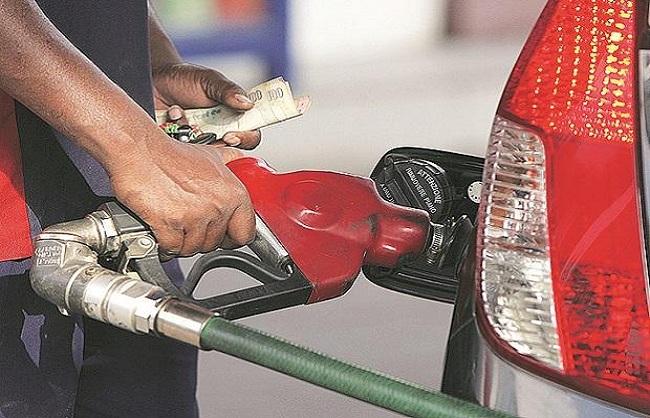 लगातार चौथे दिन पेट्रोल के दाम बढ़े, डीजल के भाव स्थिर