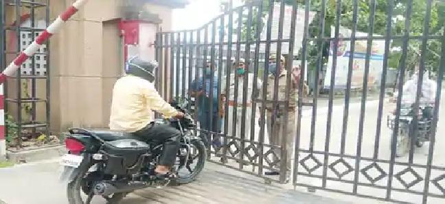 Balrampur News : CMO आफिस में फूटा कोरोना बम, 27 कोरोना संक्रमित