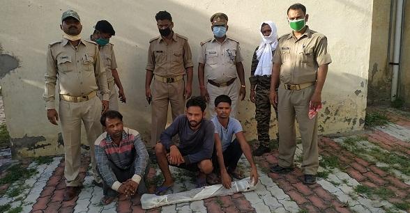 Bahraich News : अवैध कटान करते हुए 03 अभियुक्त गिरफ्तार
