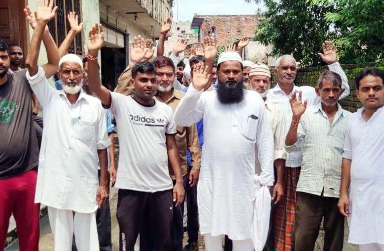 टॉवर तक बिजली ले जाने का ग्रामीणों ने किया विरोध