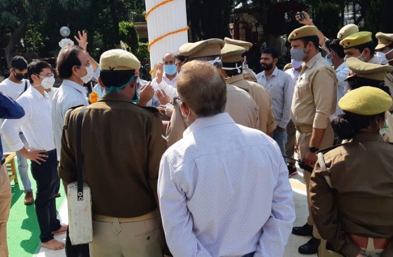 पूरे प्रदेश के अभियंताओं ने सरदार पटेल के चित्र पर माल्यार्पण कर मुख्यमंत्री के नाम सौंपा ज्ञापन
