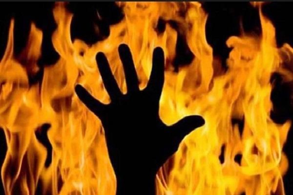 UP News : कलयुगी बेटे ने पत्नी-ससुरालवालों के साथ मिलकर बुजुर्ग मां को जिंदा जलाया, मौत
