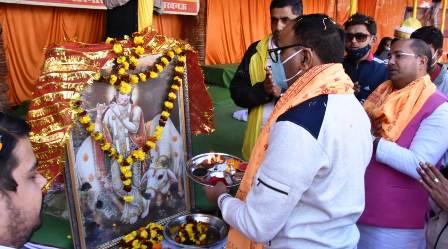 Lucknow News : गोपाष्टमी पर गोशाला समिति के कार्यक्रम में मंत्री ब्रजेश पाठक ने की पूजा