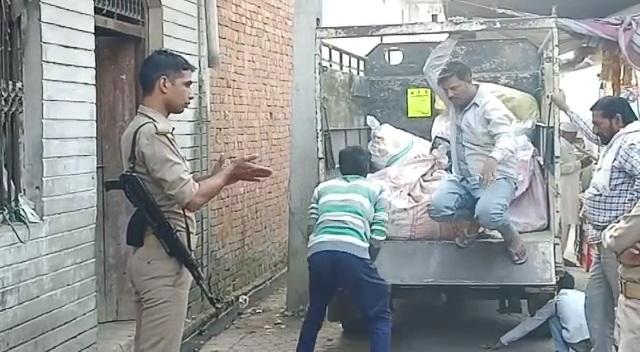 UP News: घनी आबादी में अवैध पटाखा फैक्ट्री का खुलासा, सुतली बम का जखीरा बरामद