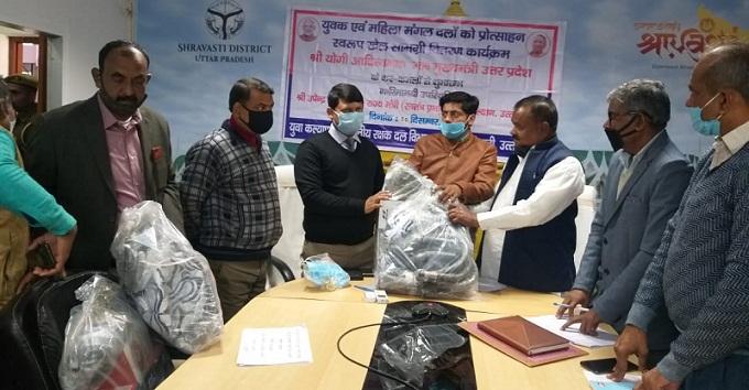 Shravasti News:सीएम ने वीसी के माध्यम से मंगल दलों को किया संबोधित