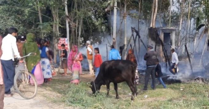 Gonda News:मडहे में लगी आग, ग्रामीणों के प्रयास से बड़ा नुकसान बचा
