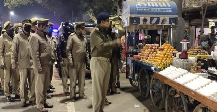 Balrampur News:सभी थानों पर पैदल मार्च, पचपेड़वा कस्बे में घूमे एएसपी