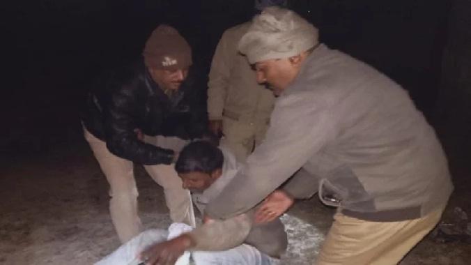 UP News:पुलिस मुठभेड़ में 25 हजार का इनामी गिरफ्तार