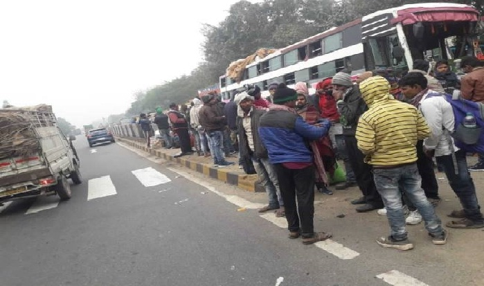 Basti News:ट्रेलर से भिड़ी डबल डेकर बस, 15 जख्मी