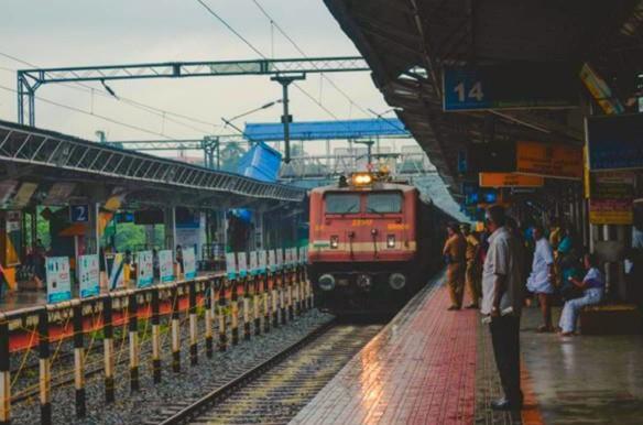 पश्चिम रेलवे की 10 और विशेष ट्रेनों के समय में परिवर्तन