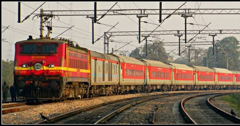 लखनऊ होकर चलने वाली कोलकाता-अमृतसर दुर्गियाना एक्सप्रेस 19 से निरस्त, यात्रियों की बढ़ीं दिक्कतें