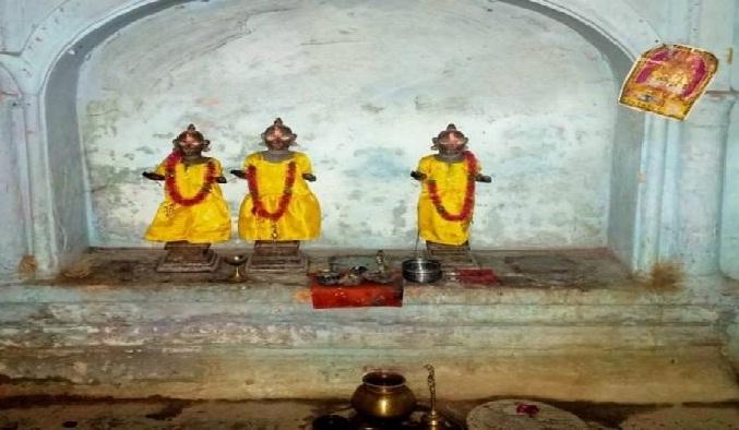 Balrampur News:मंदिर से अष्टधातु की तीन मूर्तियां चोरी