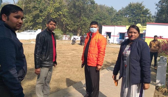 Shravasti News:अचानक प्राथमिक विद्यालय पहुंचे डीएम…