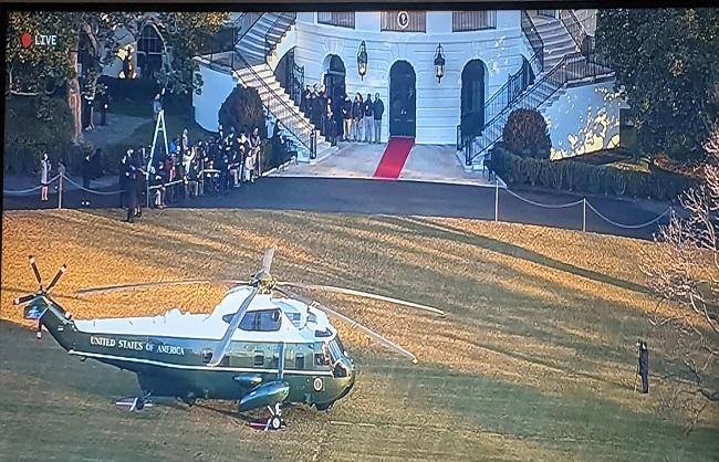 International News : व्हाइट हाउस से विदा हुए ट्रंप