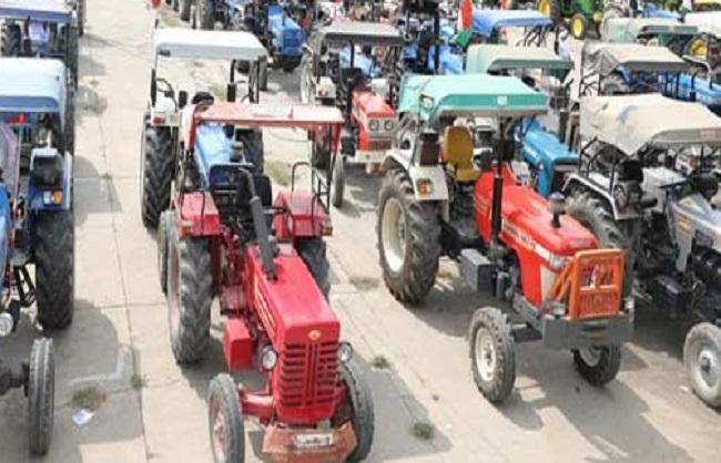 रिंग रोड पर ट्रैक्टर रैली निकालने को अड़े किसान, पुलिस ने नहीं दी इजाजत