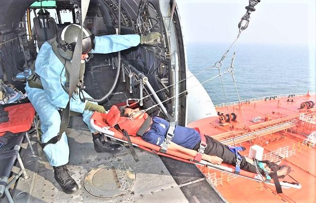 National News : नौसेना ने बचाई मलेशियाई नागरिक की जान
