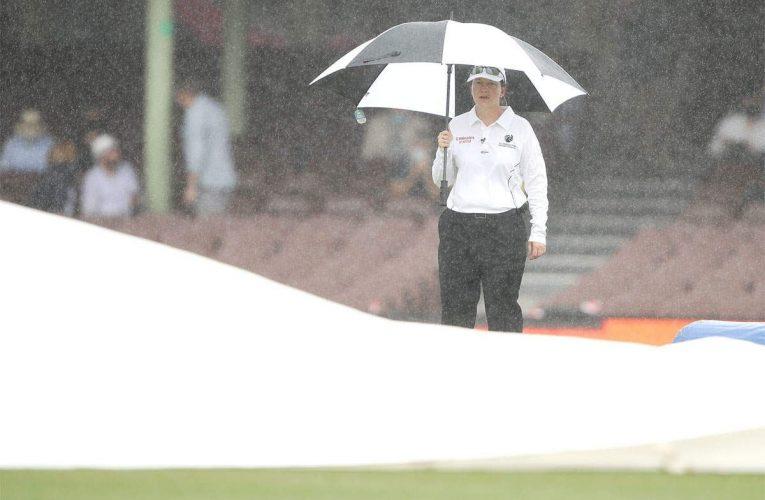 पुरुष टेस्ट मैच में पहली महिला मैच अधिकारी बनीं क्लेयर पोलोसाक