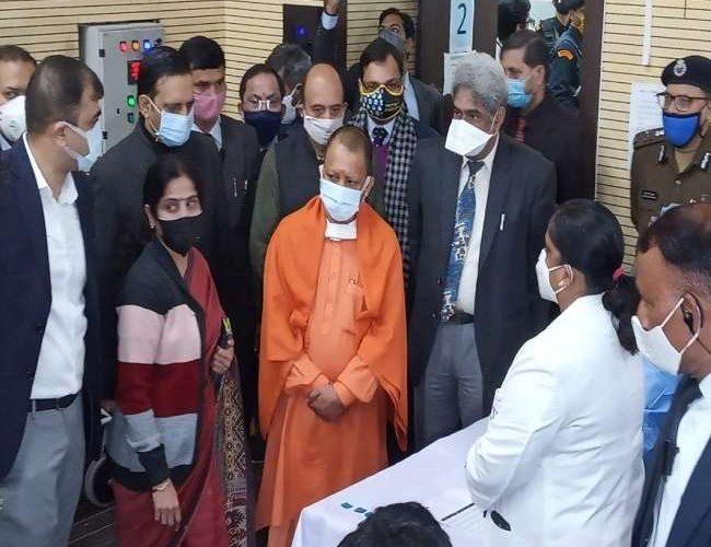 कोरोना टीकाकरण अभियान: मुख्यमंत्री योगी ने लोहिया संस्थान पहुंचकर लिया जायजा, दिए निर्देश