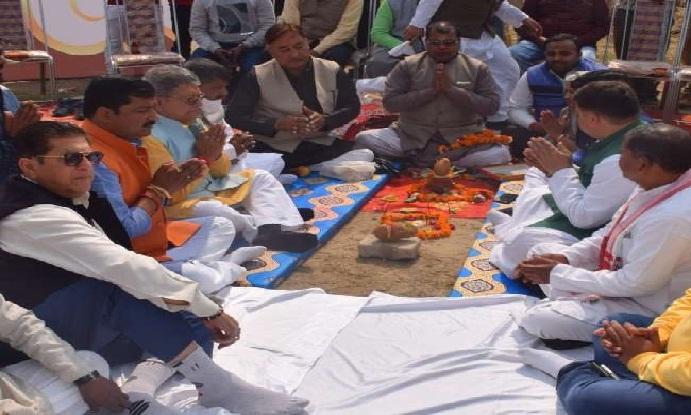 भूमि पूजन के साथ शुरू हुई अयोध्या महोत्सव की तैयारी
