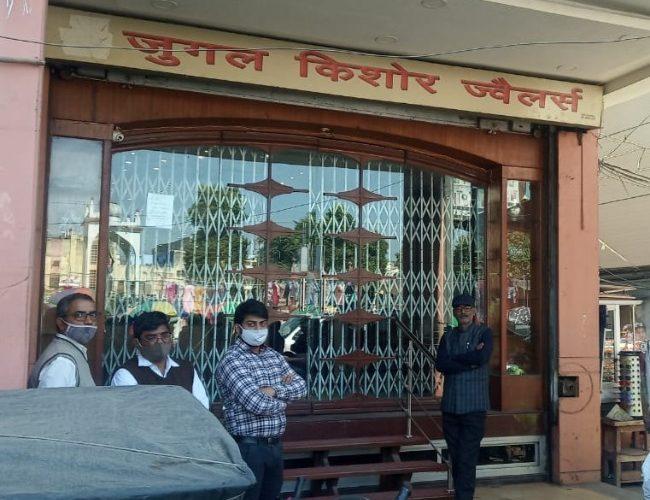 Lucknow News : गैस कटर से दरवाजा काटकर चोरों ने ज्वैलर्स की दुकान से की चोरी, एसटीएफ जांच में जुटी