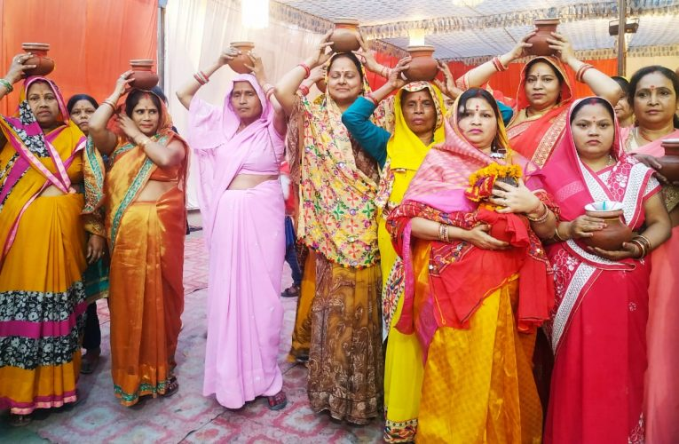 अयोध्या के संत आचार्य आशीष ने कराया महिलाओं से कलश पूजन