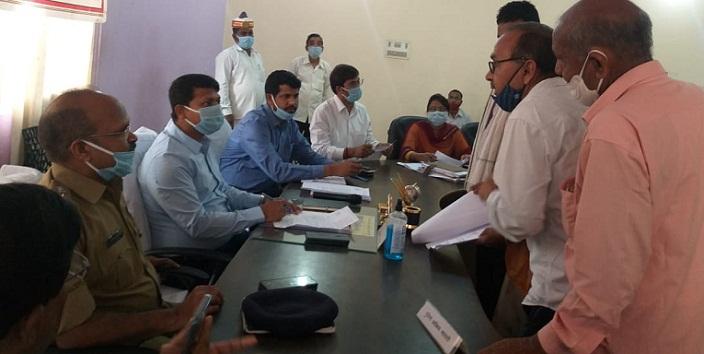 Shravasti News:प्राप्त शिकायतों का प्राथमिकता से हो निस्तारण-जिलाधिकारी