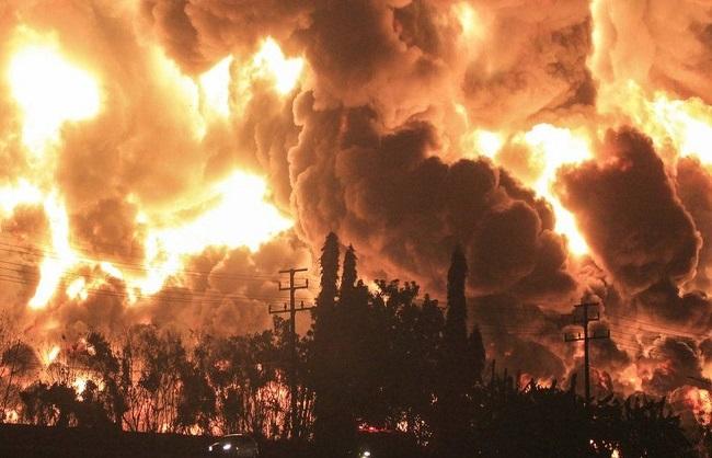 इंडोनेशियाः जावा की रिफाइनरी में भयंकर आग