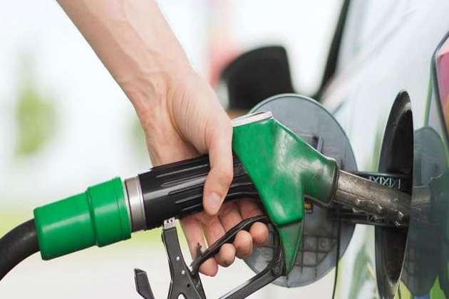 व्यापार : चार दिन बाद फिर सस्ता हुआ पेट्रोल-डीजल