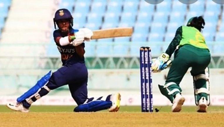 महिला क्रिकेट : भारत ने चौथे एकदिनी में दक्षिण अफ्रीका के सामने रखा 267 रनों का लक्ष्य