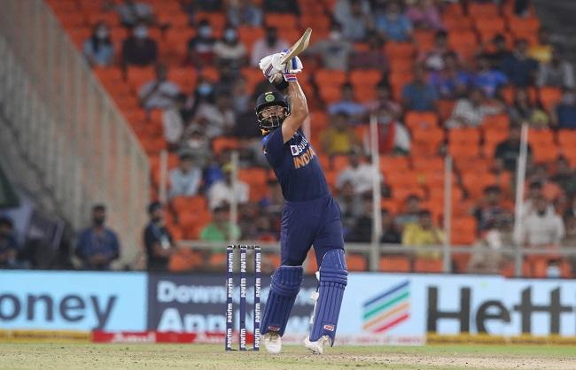 Sport News : भारत ने दूसरे टी-20 में इंग्लैंड को 7 विकेट से हराया
