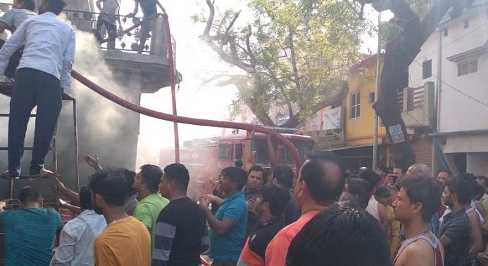 Gonda News:दुकान में लगी भीषण आग, भारी नुकसान