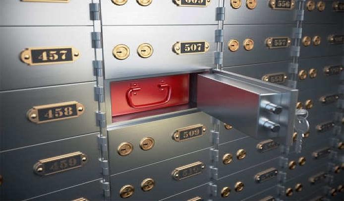 बैंक लॉकर से सामान चोरी हो जाय, तो भरपाई कौन करेगा?