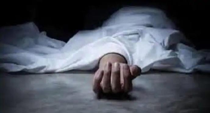 Ayodhya News:पानी में उतराया मिला युवक का अर्धनग्न शव