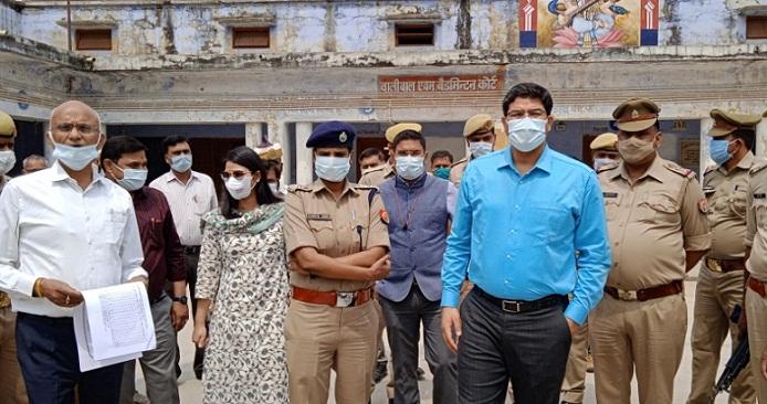 Bahraich News:डीएम व एसपी ने किया ब्लाक मिहींपुरवा व शिवपुर का भ्रमण