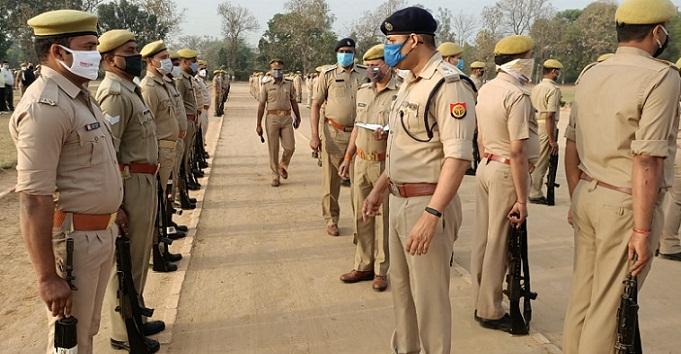 Gonda News:एसपी ने परेड व पुलिस लाइन का किया निरीक्षण