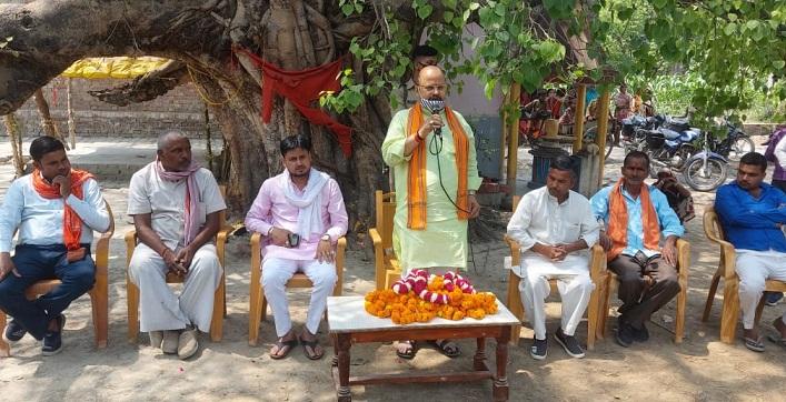 Gonda News:भाजपा जिलाध्यक्ष ने पार्टी समर्थित प्रत्याशियों के लिए मांगा वोट