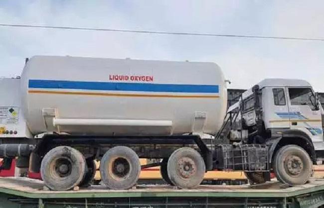 रेलवे ने महाराष्ट्र, यूपी, एमपी और दिल्ली तक 510 टन ऑक्सीजन पहुंचाई