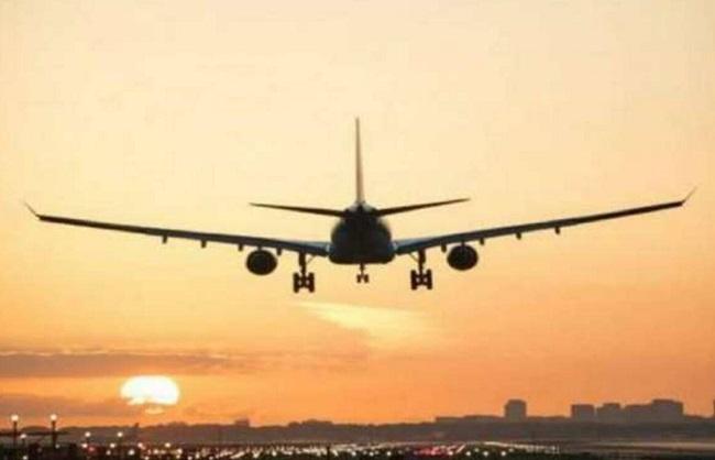 व्यापार : महंगी होगी घरेलू हवाई यात्रा, न्यूनतम किराये में बढ़ोतरी की गई