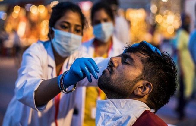 यूपी में घटने लगा कोरोना संक्रमण, 24 घंटे में 10,682 नए पॉजिटिव मिले
