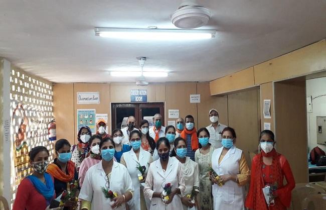 भारतीय मजदूर संघ ने देशभर के अस्पतालों में नर्सों को किया सम्मानित