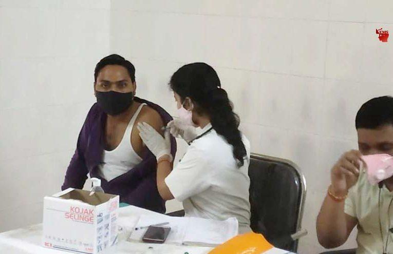 बस्ती : कोरोना से बचाव हेतु लगवाया वैक्सीन, दिया संदेश