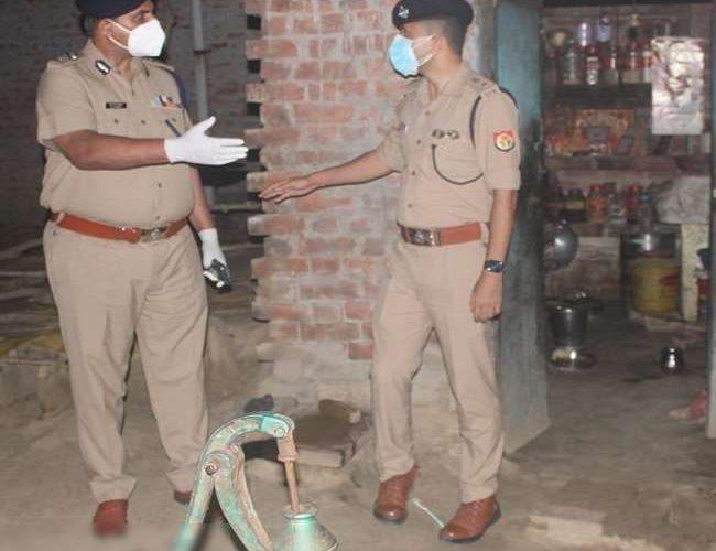 अयोध्या में मामा-मामी और उनके तीन बच्चों की हत्या, आरोपित भांजे की तलाश