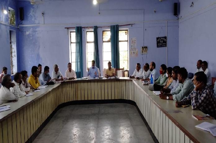 Balrampur News: SDM की अध्यक्षता में समीक्षा बैठक संपन्न